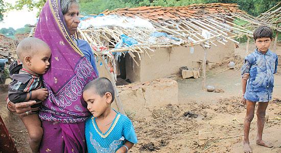 http://cms.outlookindia.com/images/articles/outlookindia/2009/10/5/bundelkhand_farmer_20091005.jpg